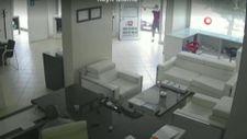 Elazığ'da, iş yerine silahlı saldırı kamerada