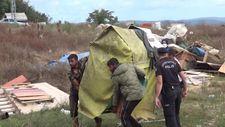 Sultangazi'de kamu arazine yapılan barakalar yıkıldı