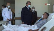 Hulusi Akar'dan yaralı askerlere ziyaret