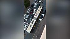 İstanbul Sultangazi'de bozulan İETT otobüsü trafiği alt üst etti