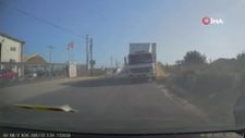 Mersin'de 4 kişinin yaralandığı kaza görüntülendi
