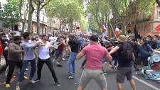 Fransa'da aşı karşıtlarının protestosu kavgaya dönüştü