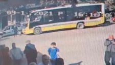 Bursa'da lüks otomobilin çarptığı genç, havaya fırlayıp yere düştü