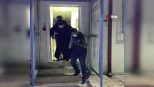 Kağıthane'de koltuk değnekli firari torbacı kadın yakalandı