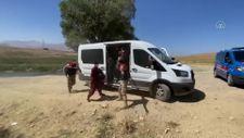 Van'da 14 kişilik minibüsten 71 kaçak göçmen çıktı
