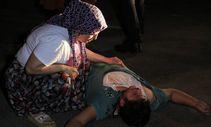 Adana'da sopayla dövdükleri kişiyi defalarca bıçakladılar