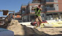 Edirne'de okul müdürü, öğrencilerine ayakkabı almak için inşaatta çalışıyor