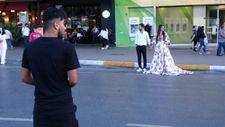 İranlı iki çift düğün fotoğraflarını Taksim'de çektirdi
