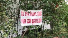 Isparta'da komşularına kızan kadın pankart astı: Aracını buraya park eden şerefsizdir
