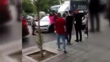 Kocaeli'de yol ortasında aracından inen kadın sürücü, hemcinsine saldırdı