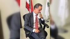 Lübnanlı Bakan Raul Name görevini gözyaşlarıyla devretti