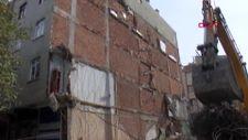 Bahçelievler'de yıkılan bina yan apartmanda hasara neden oldu