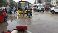Bursa'da özel halk otobüsü ile elektrikli araç çarpıştı