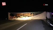 Edirne'de tırın yola devrilmesi sonucu 6 kişi yaralandı