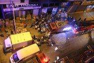 Van'da iş yerinde çıkan yangına vatandaşlar seferber oldu: 3 yaralı