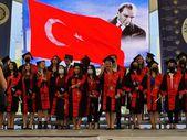 Ankara'dan mezun olan doktor, aynı üniversitenin hukuk fakültesini bitirdi