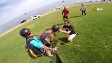 Paraşüt uçuşu sonrası evlilik teklifi