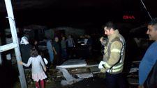 Sultangazi'de fırtına çatıları uçurdu