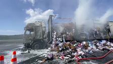 Kuzey Marmara Otoyolu'nda tekstil ürünü yüklü bir tır yandı