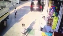 İzmir'de geri manevra yapan kamyonet, 5 yaşındaki çocuğu altına aldı
