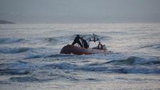 Zonguldak'ta denize giren gençlerden biri kurtarıldı, biri kayıp