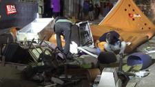 İzmir'de ev sahibi ile tartışan kiracı eşyalarını sokağa attı