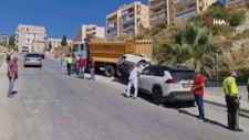 Aydın'da freni patlayan kamyon 2 araca çarptı