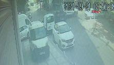 Bağcılar'da otomobilin çarptığı hafif ticari araç devrildi