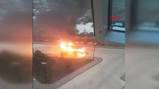 Bursa'da hastane bahçesinde minibüs yandı