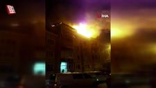 Eyüpsultan'da binanın çatısı yandı