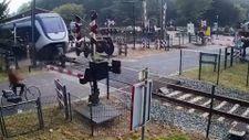Hollanda'da bir kadın trenin altında kalmaktan son anda kurtuldu