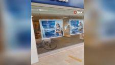 Bursa'da '100 bin dolar gelecek' dedi, bankanın camlarını kırdı