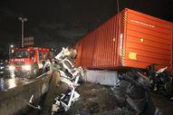 Kocaeli'de sıkışan sürücü 1 saatte kurtarıldı