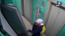 Rusya'da duvara dikili kapıyı açmaya çalıştı, ölümden döndü