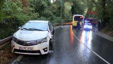 Sarıyer'da halk otobüsü 2 araca çarptı