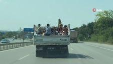Şile'de kamyonet kasasında 8 kişinin tehlikeli yolculuğu
