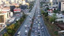 İstanbul'da trafik haftanın son iş gününde de etkili oldu