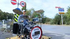 İstanbul'da kurallara uymayan kamyonculara müzikli protesto
