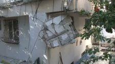 Kadıköy'de bir binanın balkonları çöktü