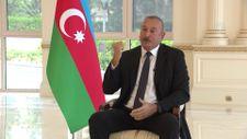 Aliyev'in, işgalden kurtarılan topraklara ziyaretini anlatırken gözleri doldu