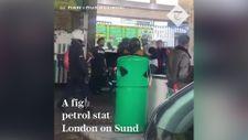İngilizlerin akaryakıt istasyonunda benzin kavgası