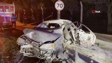 İzmir'de otomobil bariyerlere çarptı