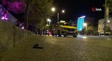 İzmir'de yarış yapan otomobilin çarptığı taksici ağır yaralandı