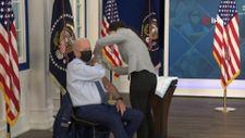 Joe Biden, üçüncü doz Kovid-19 aşısını oldu