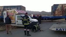 Afyonkarahisar'da yük treninin kamyonete çarptığı kazada 1 kişi yaralandı