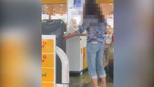 İngiltere'de su şişesine benzin dolduran kadın