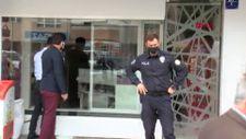 Ankara'da kuyumcunun emanet altınlarla kaçtığı iddiasıyla dükkan önünde toplandılar