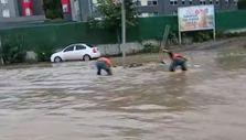 Samsun'da 600'lük boru yerinden oynadı, kara yolunu su bastı