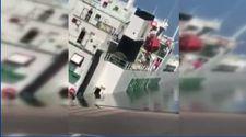 Cezayir'de limanda demirli olan kargo gemisi yan yattı