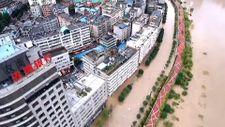 Çin'de sel şehri sular altında bıraktı